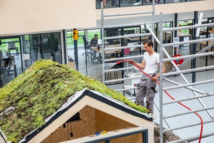 Studenten Bouw en Infra van ROC Mondriaan gaan voor groene daken!